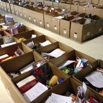 400 #Christmas hampers ready for delivery starting at 6:30 pm by more #volunteers @LakesideHH http://t.co/Yf6O8UISPY