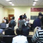 Juan Pío ingresando a la sala. El juez Carlos Hermosilla pidió a las víctima compostura y tranquilidad #casoYkua http://t.co/QYrkeQkswn