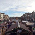 Leuk toch! Drijvende kerstmarkt. #Leiden Gezelligheid in de binnenstad. http://t.co/S5bTGNdJeB