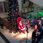 White Santa in red vs black Santa in green at Joina City mall. No contest >> http://t.co/Amf667qfpo