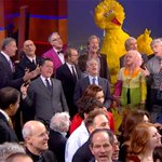 .@StephenatHome ends #ColbertReport with star-studded musical farewell: http://t.co/zuXaLAFhMr http://t.co/gV3MXFzrMB