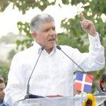 """Eduardo Estrella: """"Gobierno engaña a población con precios de combustibles"""" http://t.co/eE54nZrQrN http://t.co/3m96o1E0CK"""