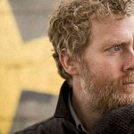 Watch: @Glen_Hansard joins Trinity students for an incredible sing-song on Grafton Street http://t.co/jhGdcIzNx3 http://t.co/wBwiZGrga3
