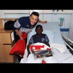 Yaya Sanogo with a disabled fan. This is what football is about. http://t.co/rkn2kZHQHf