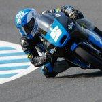 Giù in piega con @RomanoFenati! @SkyRacingTeam @ValeYellow46 #VR46 #Moto3 #MotoGP #Instagram http://t.co/lkaamk19gU http://t.co/yT2ZZ5cVPw