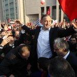 """Ekrem Dumanlı gözaltına alındığında """"dönemin genel yayın müdürü"""" diye caps yapan sosyal medya fareleri online mı? http://t.co/r45AnpcMF9"""