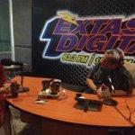 Con @soyjuantavares en @extasis_digital 93.3 FM. Este ha sido un año de arduo trabajo en beneficio de los colimenses. http://t.co/Qm4MGMtYOq