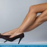Usa zapatos que sean de tu talla y procura usar un tacón ancho y no muy alto. Con esto evitas el dolor de pies. http://t.co/99dt701JAe