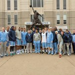 The Tar Heels posed with the Michael Jordan statue outside the United Center in Chicago today. #UNCBBall http://t.co/EoN8mdPdM0