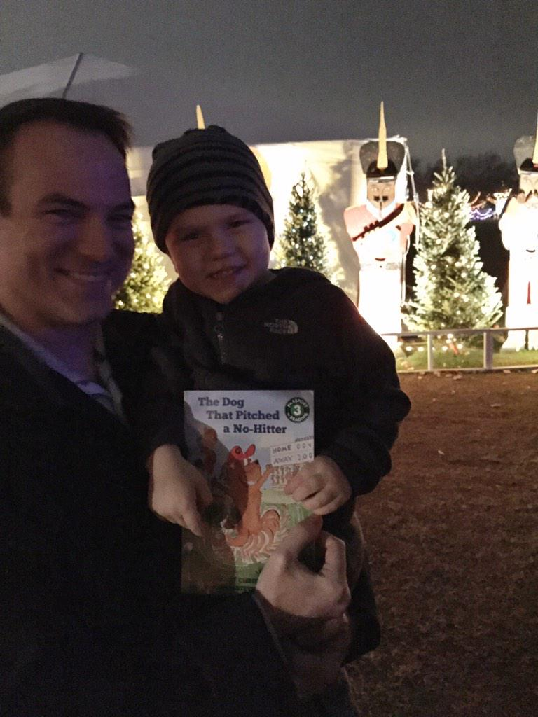 Book give away at #TrailOfLights ..at least the dog could do it.. http://t.co/Uisw5vJD9u