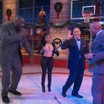 VIDEO: Inside the NBA freestyles with @NICKIMINAJ & Ernie Johnson drops the mic on them http://t.co/8bBEPBEvGi http://t.co/GGJB4P5n54