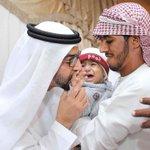 #صورة   حمدان بن زايد يقبل يد أبن الفقيد الشهيد بإذن الله #عبدالله_الحمودي. #شيوخنا_عزنا_وفخرنا #هؤلاء_هم_قاداتنا http://t.co/fHN7qeVPBj