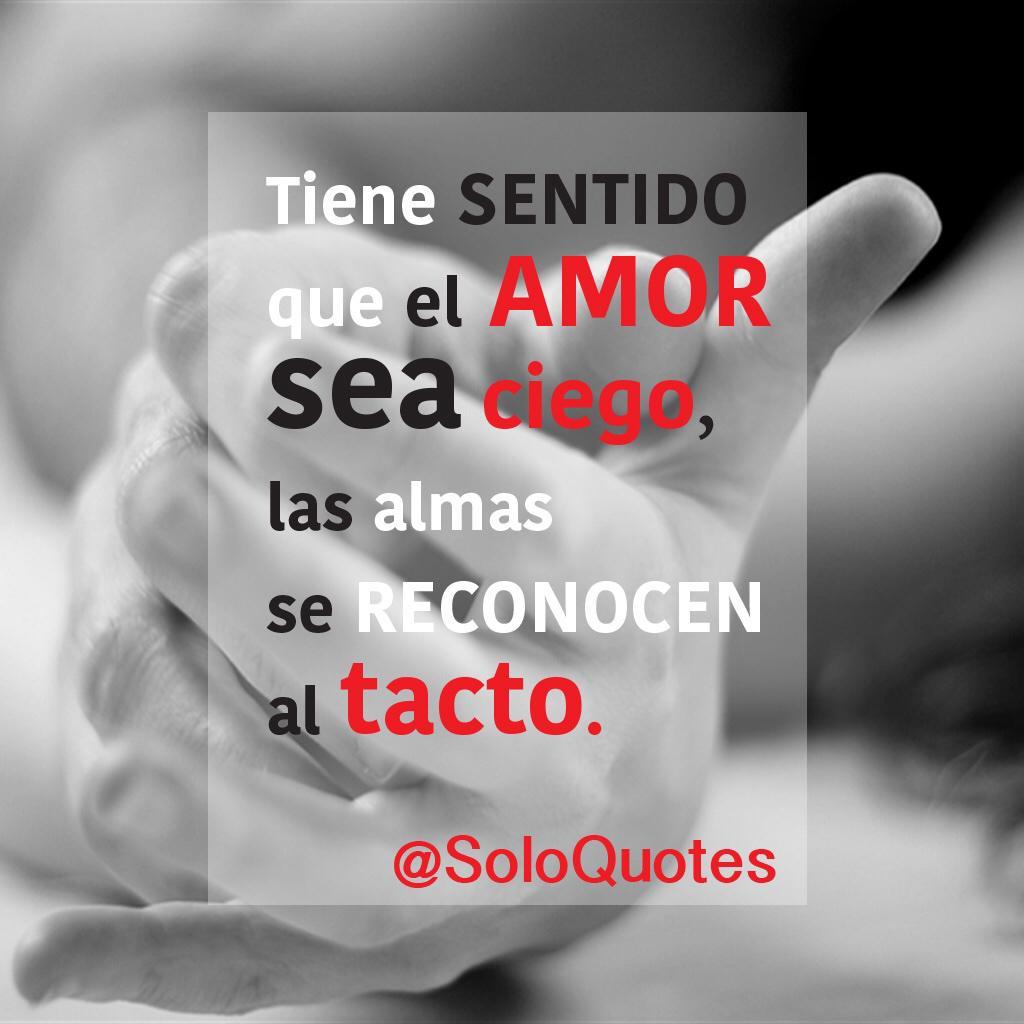 Tiene sentido que el amor sea ciego, las almas se reconocen al tacto. #Frases http://t.co/L3cYZRX6S5