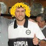 Muchos envidiosos dirán que es paint, pero el delantero Diego Forlán es nuevo jugador del club Olimpia. http://t.co/s8rSZzBwuw