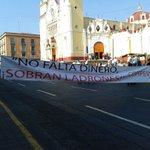 Pensionados del IPE, demandan pago del mes y aguinaldo, centro de #Xalapa  cerrado @VialidadXalapa @XalapaUrbano http://t.co/t7fG9f3VA8
