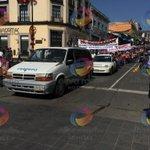Integrantes de FREDEPO también se manifiestan en el centro de #xalapa @olivanoticias @vialidadxalapa http://t.co/BwlKxPa0Q0