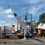 LISTO: Terminó la hojalatería y pintura del emblemático #cohete y ya está en su lugar.. Nosotros #SeguimosTrabajando http://t.co/U4D8VGqACb