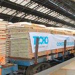 Tren carguero solidario viaja al sur para construir viviendas en La Araucanía http://t.co/YYMLWTTnll http://t.co/FkvQYq9Myt