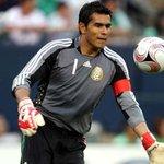 Muchas gracias por tu entrega tantos años y todo lo que le dejas al fútbol, Oswaldo!! Suerte en lo que venga! http://t.co/o1L7Wfcrup