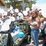 Con multitudinario funeral despiden los restos del pequeño Mateo Riquelme en Calama http://t.co/Uf9fCRwE2N http://t.co/HXZtQDhkfq