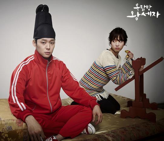朝鮮王朝時代のイケメンが現代にタイムスリップしてヒロインの家の屋根裏に住み着くっていう設定の韓国ドラマ、ビジュアルが完全にギャグマンガ日和で最近気になってます http://t.co/96e9x15you