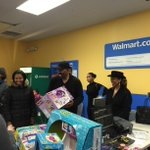What is @IamSteveHarvey up to at Walmart today? He is spreading good cheer with gifts for our customers in Chicago! http://t.co/bN7RLC3Vu0