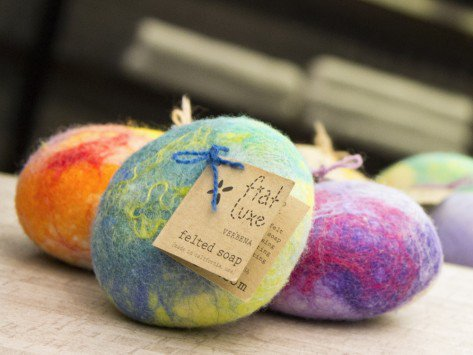 """Shopping in #Boston? Visit our Pop-In Shop & use word """"Grommet"""" for free gift. http://t.co/5zgLVZy4RQ While they last http://t.co/WYMRuRTwak"""