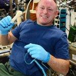 Astronautas imprimem no espaço ferramenta recebida por e-mail. http://t.co/DElFpzWM27 http://t.co/VjDEy86s2h