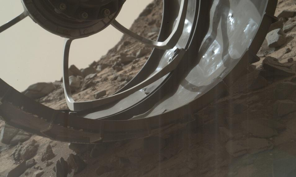A turret-mounted MAHLI view through one of Curiosity's 20-inch wheels http://t.co/paJVmTm2VF #MSL http://t.co/9kX8mdbOC1