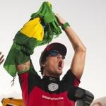 #VaiMedina É CAMPEÃO! Gabriel Medina conquista título mundial de surfe inédito http://t.co/bEHNSVpc0L http://t.co/MrcT4CWfbu
