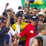 INÉDITO, HISTÓRICO! Medina é o 1º brasileiro campeão mundial de surf! Leia tudo em http://t.co/4Itk2FvhOF http://t.co/XraA014gxo