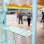 #MundoMCBO - Vía: martinezmeucci: RT analitica: Policia contuvo intento de saqueo en zapatería de Maracaibo ... http://t.co/E3Z6yom3JF