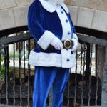 When Santa delivers presents to a crip neighborhood http://t.co/83CiO0ODvd
