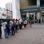 [Foto] Penquistas hicieron fila en recién inaugurado local de Starbucks de Concepción http://t.co/YfzxvzvSSl http://t.co/0uk55p7Cf8