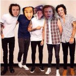 My squad is your squad goals ✌️ #WeAreAllHarry http://t.co/YDahQwJoLP