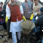 Nobel peace laureate Kailash Satyarthi joins the clean Bagmati campaign at Teku, Kathmandu on Saturday. Photo: RSS http://t.co/NZTG2TOLwB