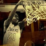 .@eddavis32 (14pts/7rebs) nearing a double-double heading into the fourth quarter. http://t.co/tYYWFyTssf