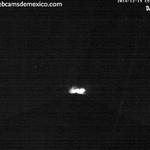 Explosión del Volcán @Popocatepetl_MX a las 23:29 hrs de hoy. Vista San Nicolás de los Ranchos #Puebla http://t.co/PmIjDRmurU