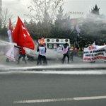 Ankarada Eğitim-İş üyelerine biber gazlı müdahale: 100 gözaltı! http://t.co/Mu6QSwRWkK http://t.co/OXajq2RqnU