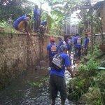 GPS dan beberesih sungai cianting @ridwankamil @PemumBdg @BDGcleanaction @GPSbdg @hero_bandung @OdedMD @yossiirianto http://t.co/PjN1xQv34y