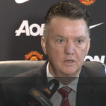 Watch #MUFC manager Louis van Gaal react when the @manutd press conference is interrupted http://t.co/zyFc96CZDQ http://t.co/zk0vmv86q2
