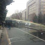 """Ankara Tandoğanda """"gerici eğitime hayır"""" demek için toplanan eğitimcilere polis saldırısı foto via @kubilayakcay http://t.co/ANbvoKMLAb"""