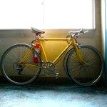 すみません、先程 薬院2丁目居酒屋のんちゃん信号前で 黄色の自転車ロードマンが盗まれました。 みかけたら、教えて下さい! http://t.co/Jj3aJ63lr9