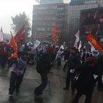 #Ankarada polis, TOMA, gaz ve plastik mermiyle öğretmenlere saldırıyor.Yaralılar ve gözaltılar olduğu söyleniyor. http://t.co/4gF3zU4EBf