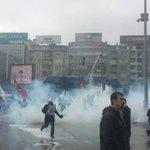 Muğla Yatağanda başlayan Laik Eğitim ve Emeğe Saygı Yürüyüşüne polis Ankara Tandoğanda sert saldırdı: 40 gözaltı. http://t.co/2IGCxY5NWP