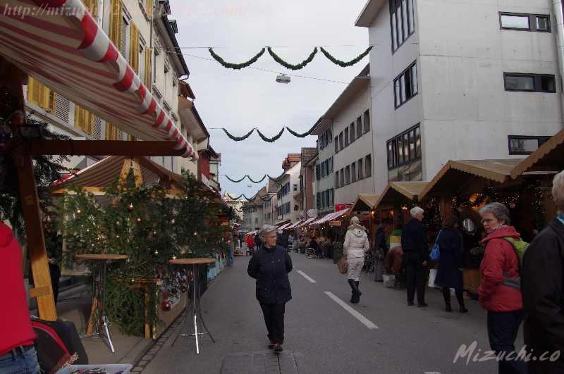 動物園のあとはFrauenfeldのクリスマスマーケットに初めて行ってみたの #クリスマスマーケット #スイス http://t.co/b6dK3JIi6B