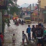 RT @Very_brothers: majalaya macet total ka pegat banjir di 2 titik (MT, Lewidulang) http://t.co/VEjAeuRnAx #SikonBdg °AR