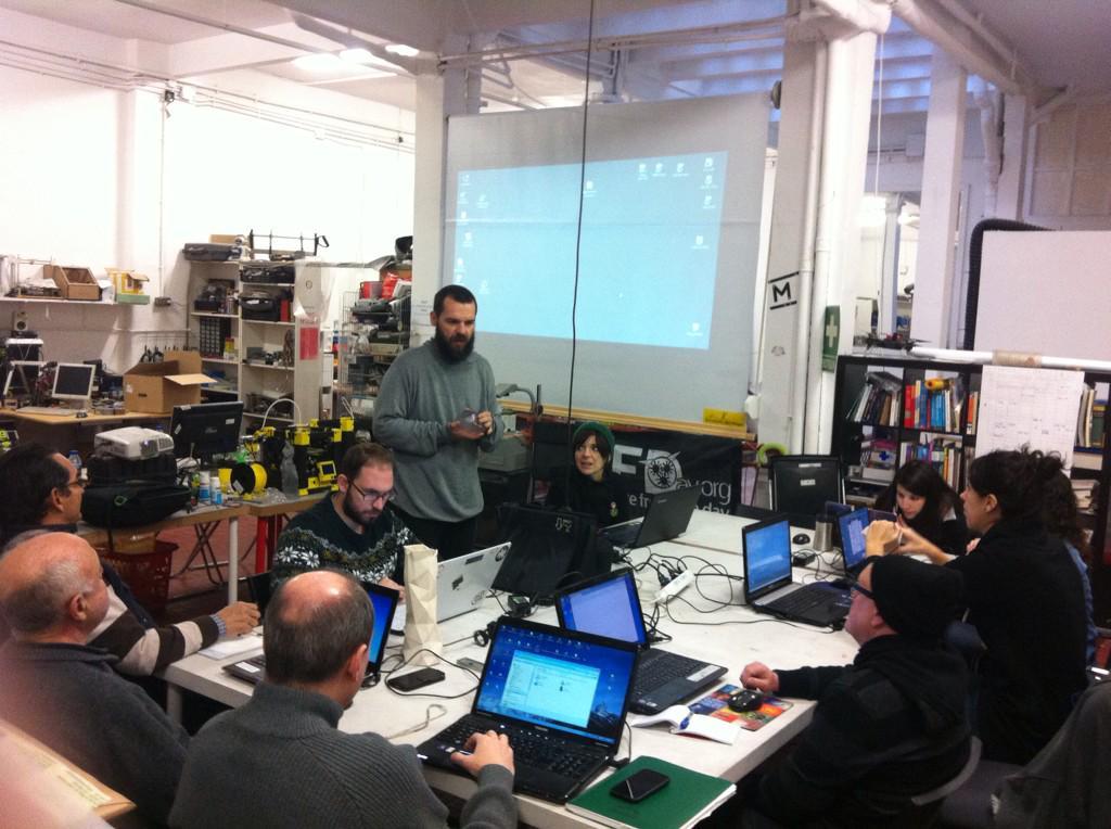 Comenzando  taller en @MakespaceMadrid  con @contonente http://t.co/hVnTTnllLQ