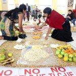 Los indígenas defienden su sede en #Quito. http://t.co/d8j1v02Sy2 http://t.co/sbkFuwezLt