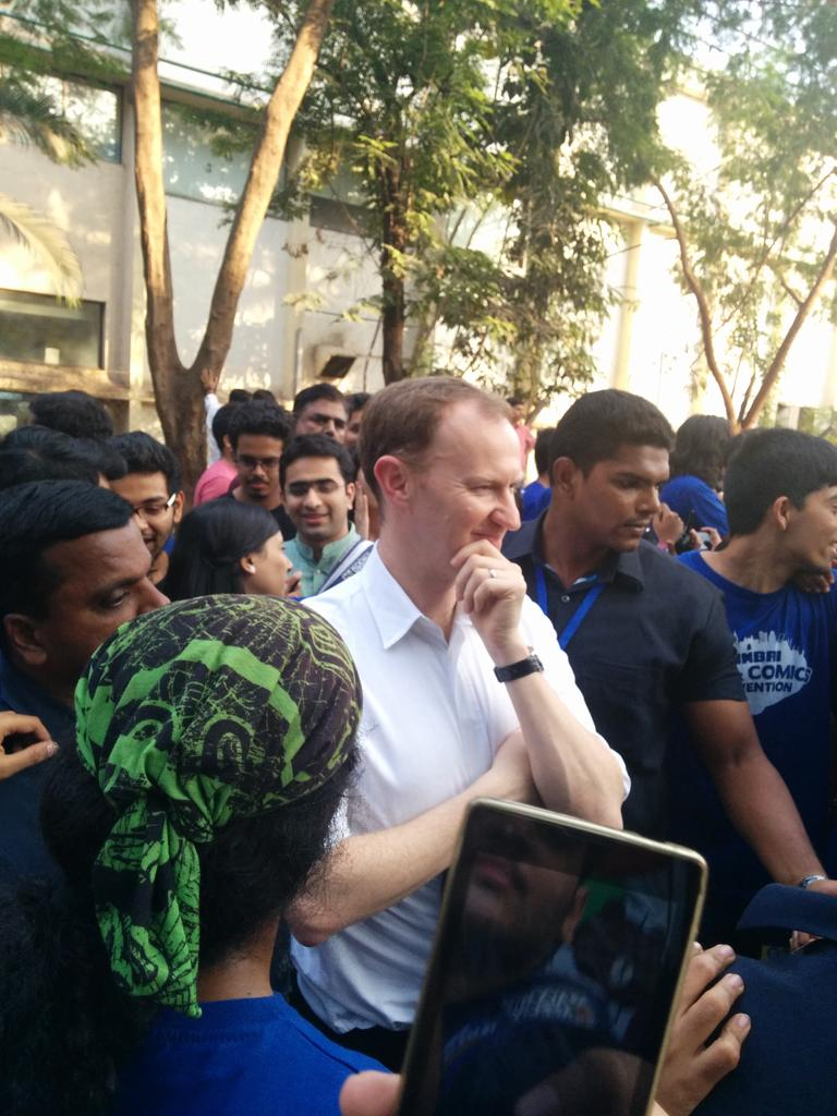 Still can't believe I was just few feet away from Mark Gatiss, popularly known as Mycroft Holmes :-) #ComicConMumbai http://t.co/7tTFcOyGvw